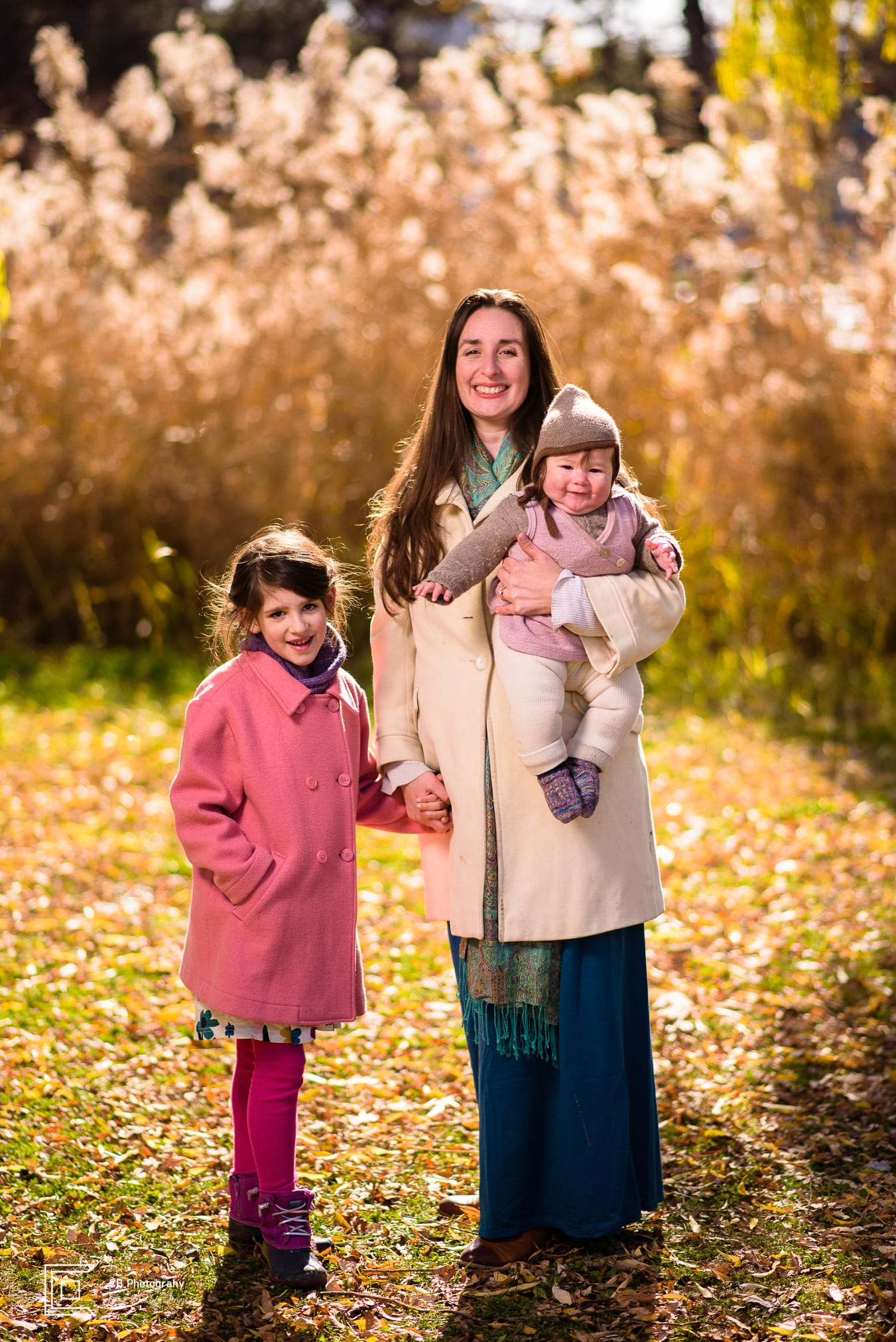 Family photography in autumn by the Tokyo photographer Cristian Bucur