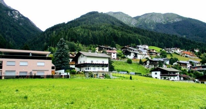Un mix 3 in 1 pentru Austria: 10 peisaje mirifice din Tirol+ 10 fotografii unice cu Alpii Austriei+ tur by night in orasul Innsbruck