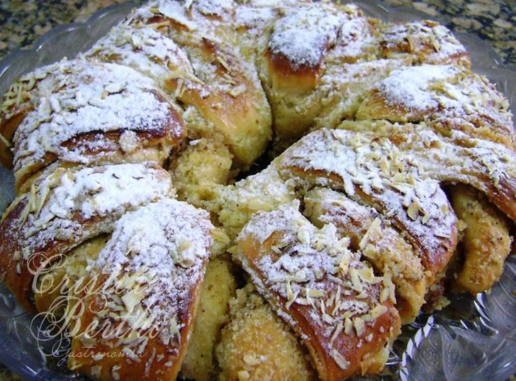 Receita de pão em forma de rosca recheada com nozes e castanhas
