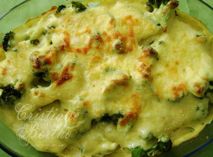 receita de batata e brócolis preparados ao creme de queijo