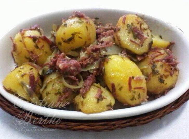 receita de batatas com carne seca