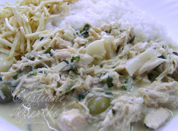receita de fricassê preparada com palmito e frango