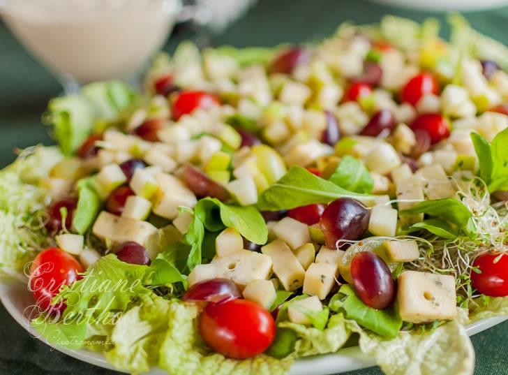 Salada de folhas e frutas