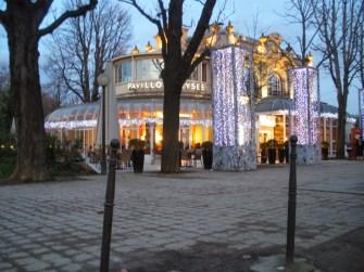 Galeria e Café localizado na avenida Champs-Elisées
