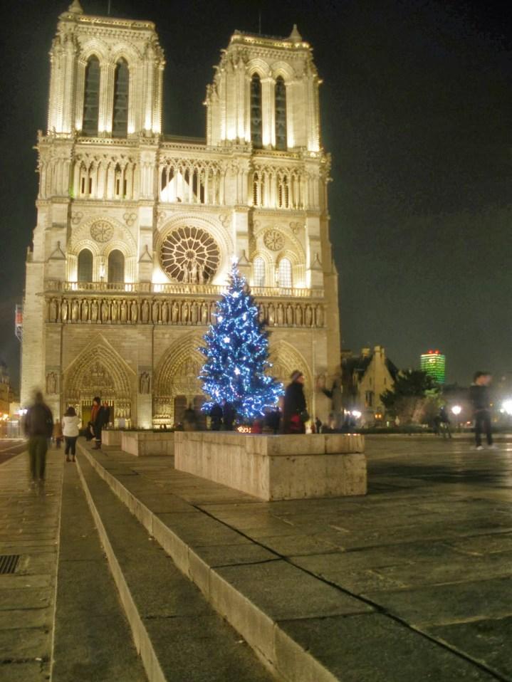 Catedral de Notre-Dame, foi ao som dos sinos da Catedral, que Napoleão Bonaparte foi coroado imperador da França.