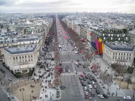 vista lá de cima, do Arco do Triunfo da avenida Champs-Elysées.