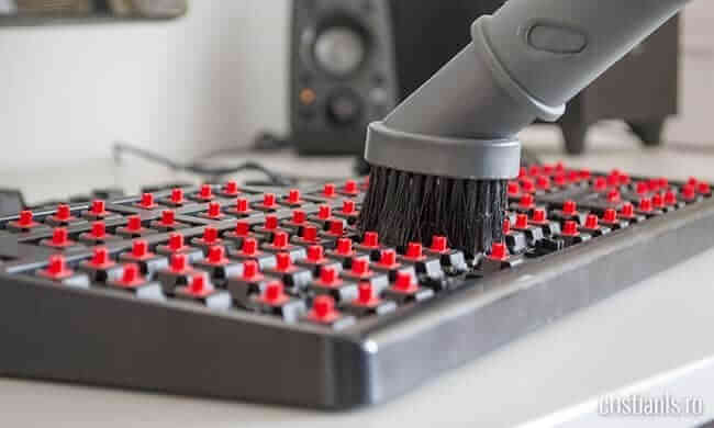 curatare tastatura mecanica