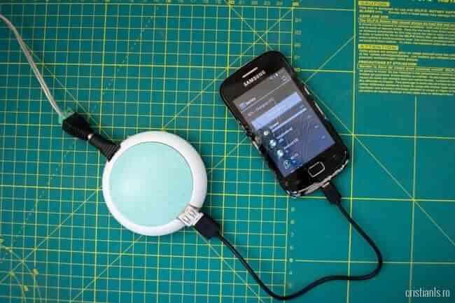 telefonul se incarca prin panourile solare
