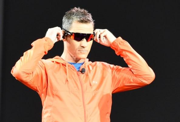 Ochelarii Radar Pace cu un sistem de antrenament in timp real, activat de voce