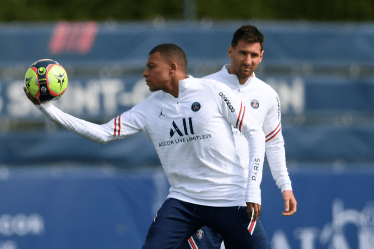 Ronaldo Names 2 Players That Will Replace Him And Lionel Messi