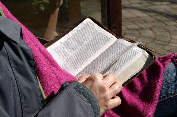 La lectura de la Biblia cambia nuestra manera de pensar y actuar