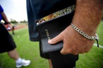 Ateos arremeten contra capellanes en las escuelas