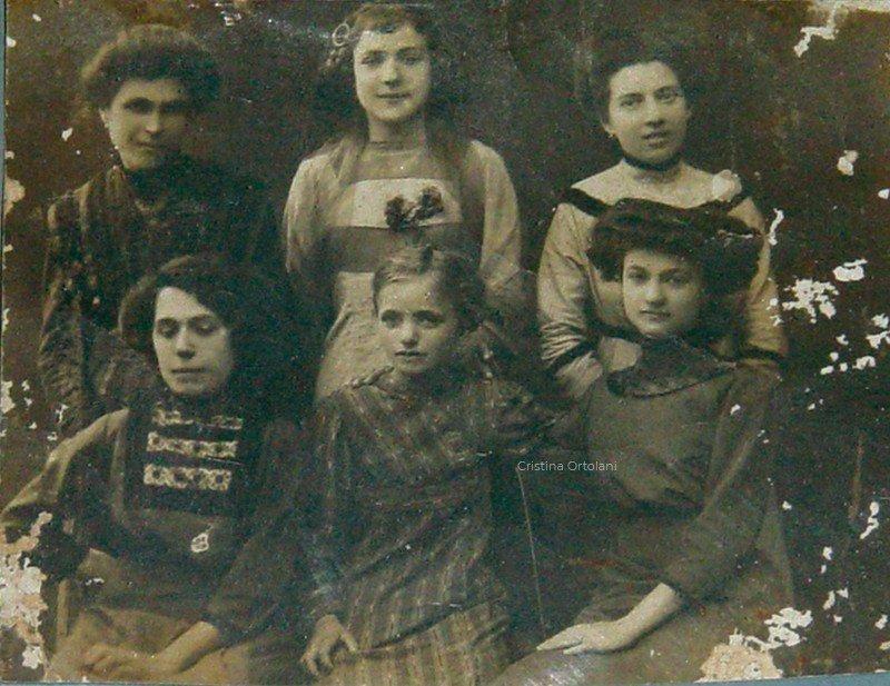 Pesaro 1905 circa. Apprendiste sarte