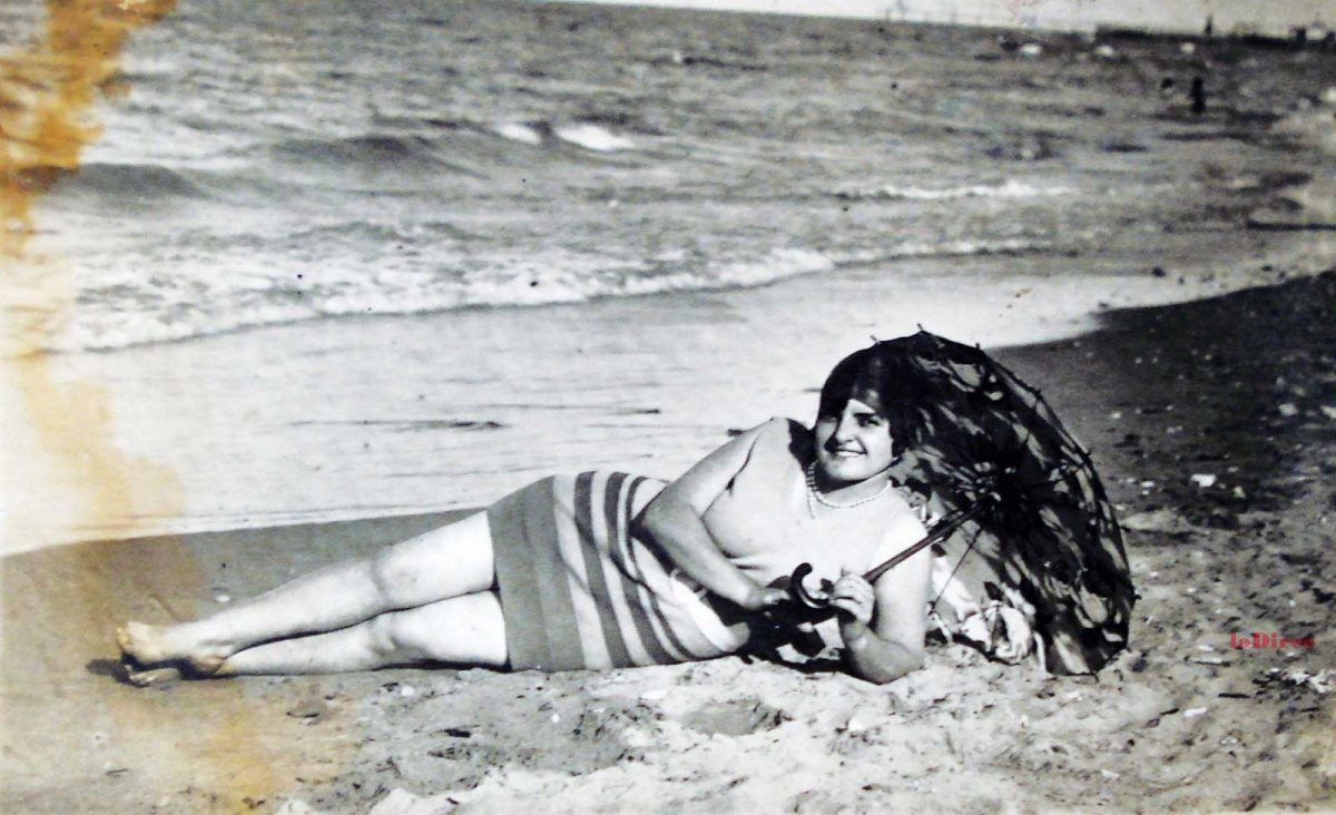 Ilde Donati sulla spiaggia di Pesaro