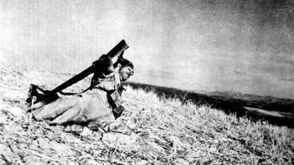 cristinaarce_periodismo_grafico_fotografia_falling_soldier_robert_capa_foto_guerra