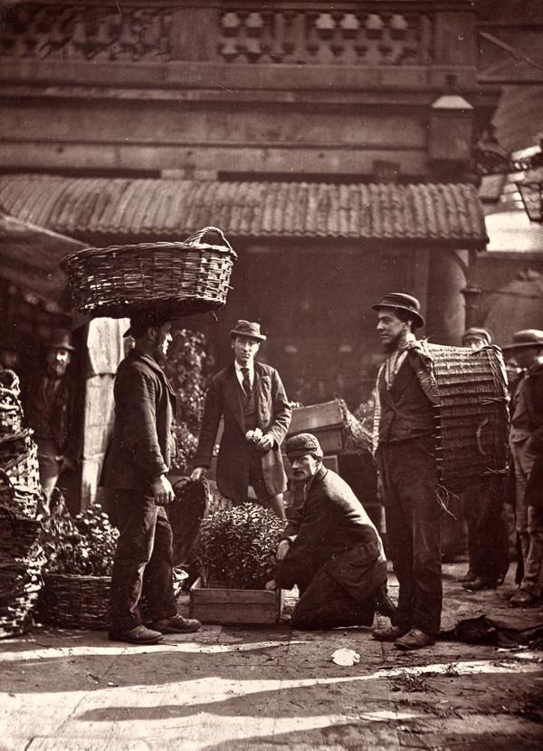cristinaarce_reportaje_social_fotografico_john_homson_street_life_london_covent_garden_labourers
