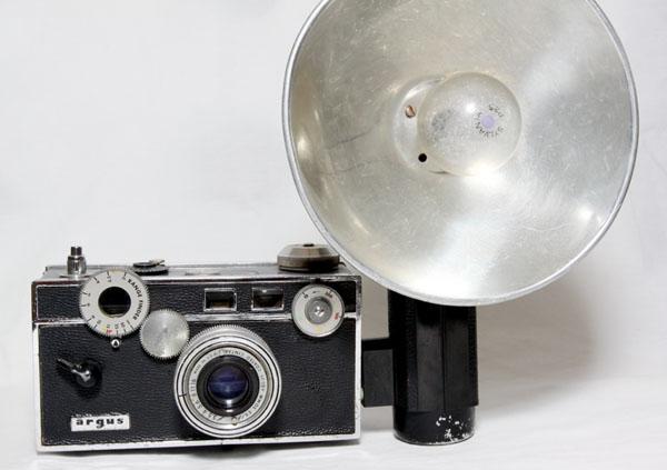 cristinaarce_vintage_camera_flash