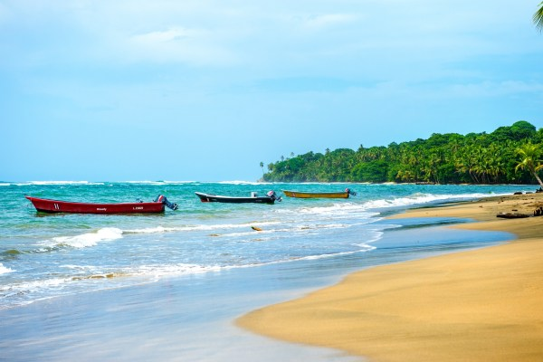 2016_cristinaphotography_cristinaarce_fine_art_beach_boats_costa_rica