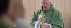 En la Misa en Santa Marta el Papa Francisco reza por las mujeres