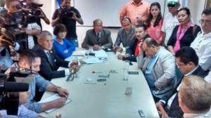 Los diputados de Libre llegaron al CONADEH a solidarizarse con Romero Ellner.