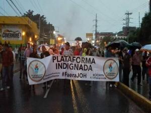 La Plataforma Indignada y la Oposición Indignada, unificaron sus protestas este viernes.