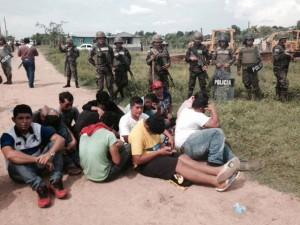 La policía detuvo al menos doce personas.