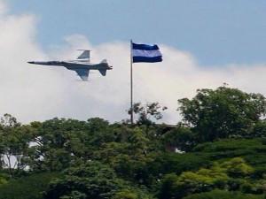 Los aviones F-5 surcaron los cielos de Tegucigalpa.