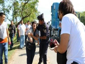 Dunia Montoya cuando fue salvajemente golpeada con patadas en el rostro por un soldado de FUSINA en una manifestacion en el Progreso.