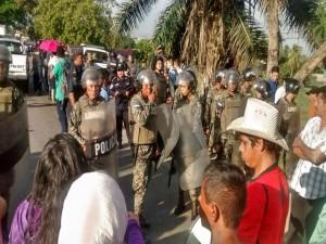 Los militares y la policía han advertido el desalojo.