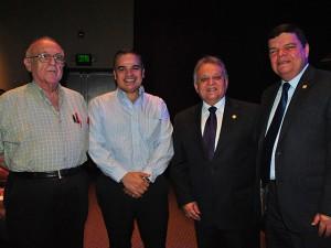 Los dos primeros de izquierda a derecha, Jaime y Yani Rosenthal, han firmado convenios de inversión con el gobierno del presidente, Juan Hernández.
