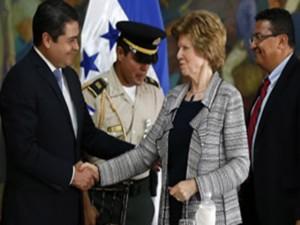 El presidente Hernández firmo con Transparencia Internacional, pero no se ve la vigilancia de este organismo.