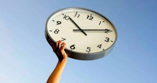 Este domingo cambia el horario, ¿debemos adelantar o atrasar el reloj?