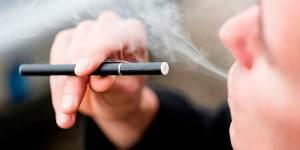 Le explotó un cigarro electrónico y falleció