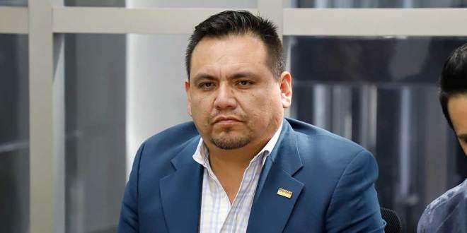 Provida se manifiestan en casa y oficina de Víctor Osmind Guerrero