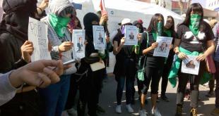 Protesta Marea Verde contra diputados de Grupo Universidad