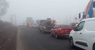 Con bloqueo de carretera, exigen reparación de pozos en Huichapan