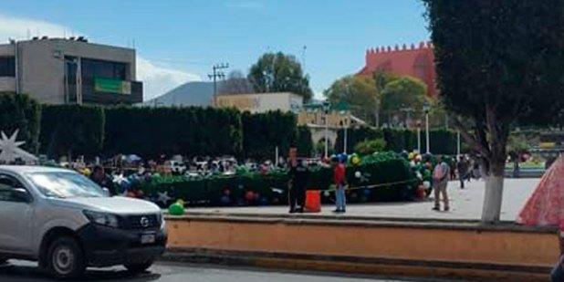 cae árbol de Navidad en centro Ixmiquilpan