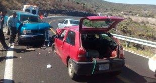 Chocan autos en la carretera México-Laredo