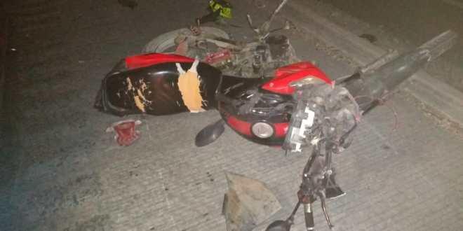 Fallece motociclista tras atropellar a un adulto mayor en Tepeji