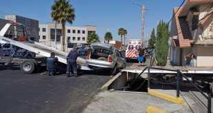 Cae auto a desnivel sobre el viaducto Rojo Gómez, en Pachuca