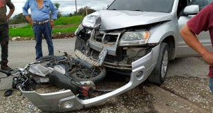 Atropellan a motociclista huasteco; el casco lo salvó