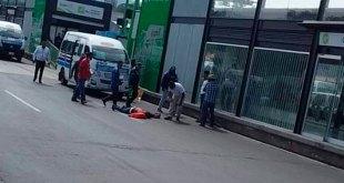 Urvan de transporte atropella a una mujer frente a la Central de Autobuses de Pachuca
