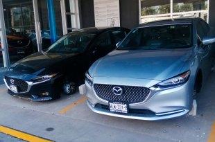 Roban llantas a vehículos de exhibición en agencia de Pachuca