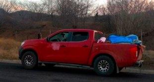 Hallan camioneta abandonada con 12 cadáveres en Michoacán