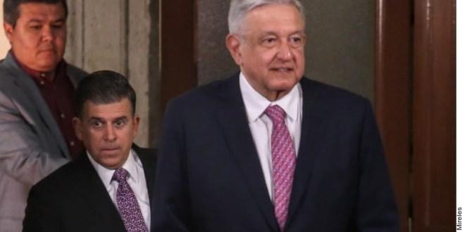 """El Presidente Andrés Manuel López Obrador afirmó que no tiene un """"problema de conciencia"""" de viajar a Estados Unidos para reunirse con su homólogo estadounidense, Donald Trump, porque no es un """"vende patria""""."""