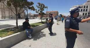 Policía de Pachuca retira a personas que andan en el Reloj
