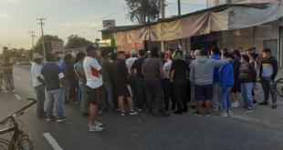 Bloquean vía tras muerte de menor por atropellamiento, en San Salvador