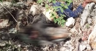 Vuelca camioneta en Acatlán; un muerto y un lesionado