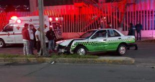 Taxista queda lesionado tras chocar su unidad en Pachuca