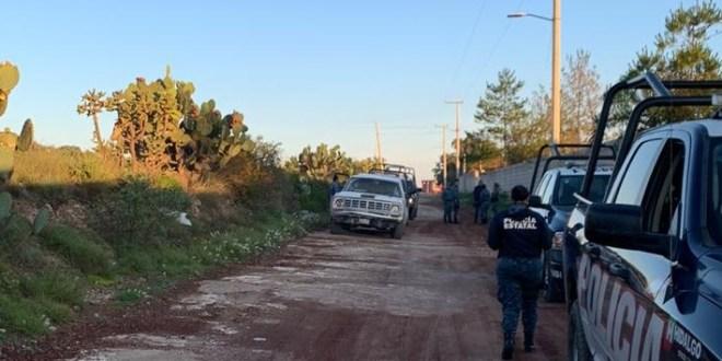 Localizan camioneta con huachicol en San Agustín Tlaxiaca